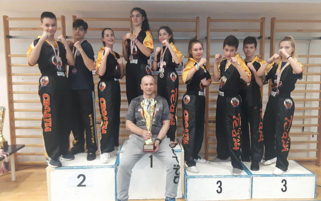 Tigar Karlovac – Osvojen pehar za najbolji klub Hrvatske u Point fightingu za starije kadete u konkurenciji 33 kluba